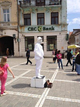 Council Square : Living statue