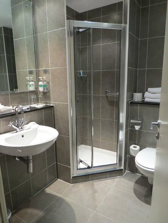 Killarney Court Hotel: Shower