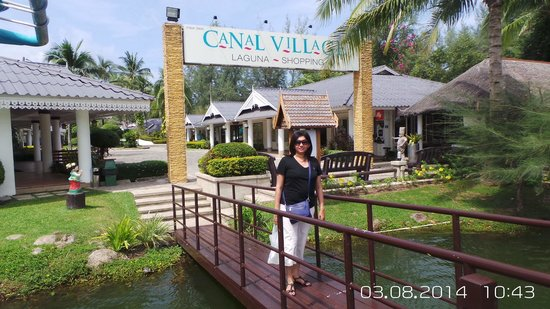 Angsana Laguna Phuket: Canal village accessible by free boat service from the resort