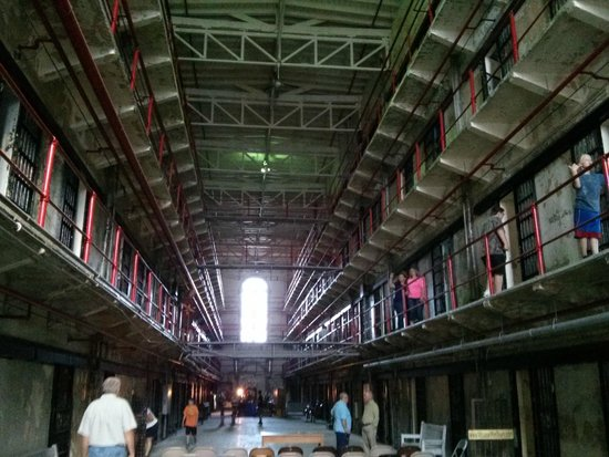 Missouri State Penitentiary: Four floors of cells, each housed four to six prisoners.