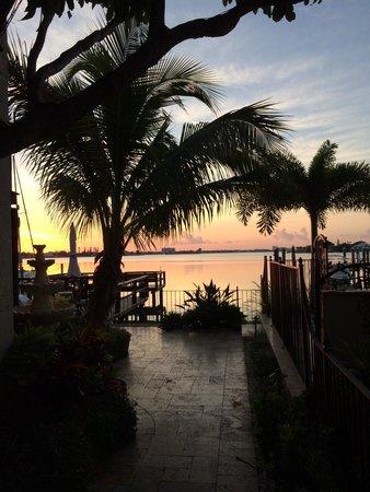 Pasa Tiempo Private Waterfront Resort: Sunrise at the Pasa Tiempo