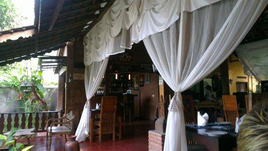 Joglo Restaurant & Bar: Front seats.