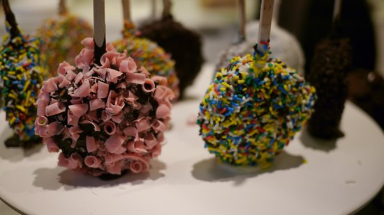Chok - The Chocolate Kitchen: Chocolate Lollipops??
