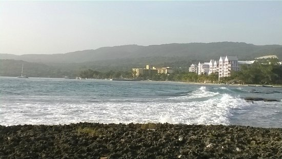 ClubHotel Riu Ocho Rios: hotel from a mile away