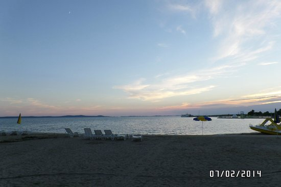 Zaton Holiday Resort: beach view