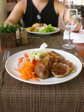 Catalonia Bavaro Beach, Casino & Golf Resort: Lunch at the buffet (great variety of foods)