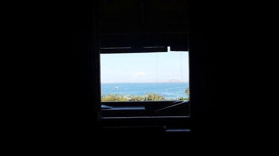 Bayview Gardens Hotel : View from the bed - Glass window allowing peek of area