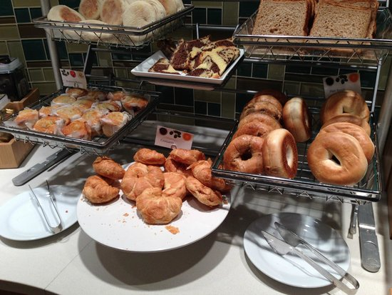 SpringHill Suites Houston Intercontinental Airport: Breakfast