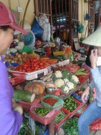 Golden Lotus: Shopping for veg.