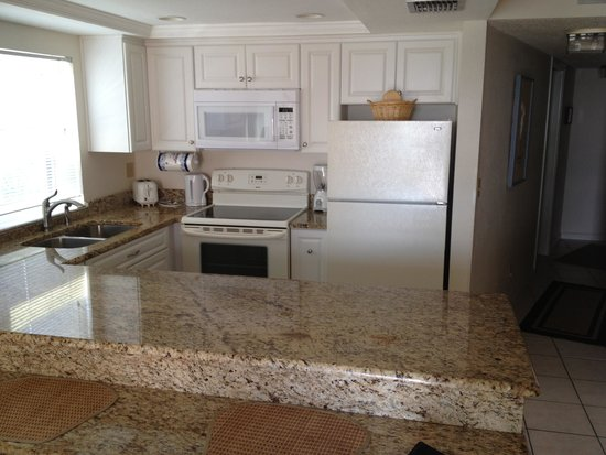 Gulf Gate Resort: Kitchen area