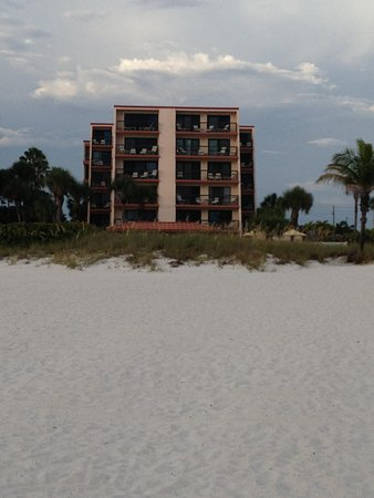 Gulf Gate Resort: View from the beach of the resort 4th balcony up on left is 404