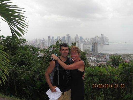 Cerro Ancón: Travelpapi and his bride