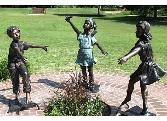 Glencairn Gardens : Children at Play