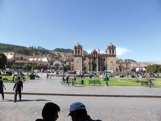 Plaza de Armas (Huacaypata): plenty of places to rest