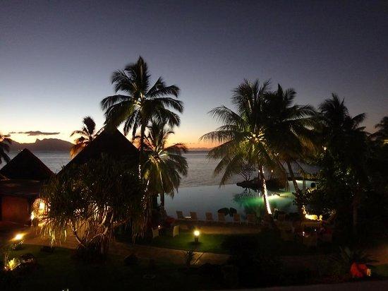 InterContinental Tahiti Resort & Spa : View from balcony at night