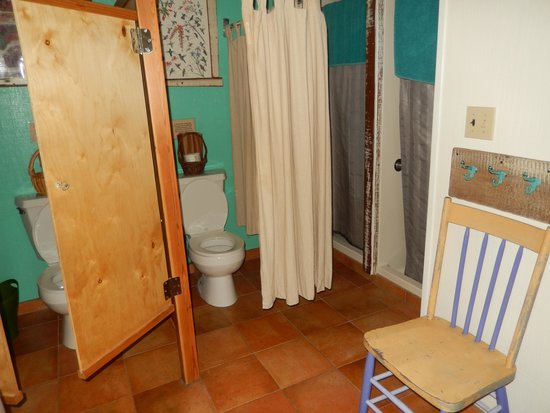 Point Reyes Hostel: Bathroom, women's dorm