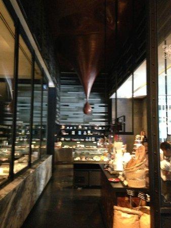 SO Sofitel Bangkok: Red Oven Cafe