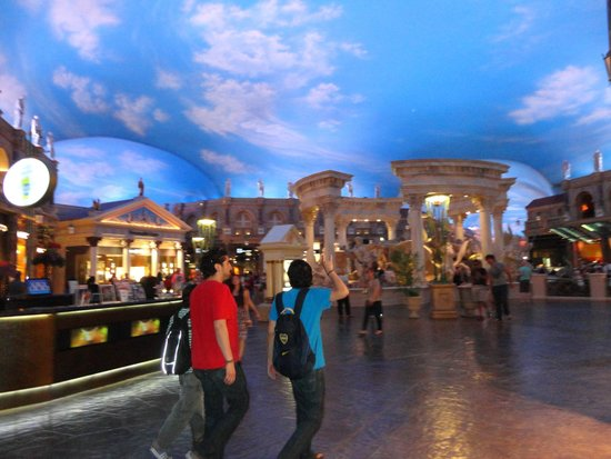 Caesars Palace: Forum Shops at Caesars....techo decorado