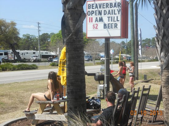 Beaver Bar : Front sign on US1.