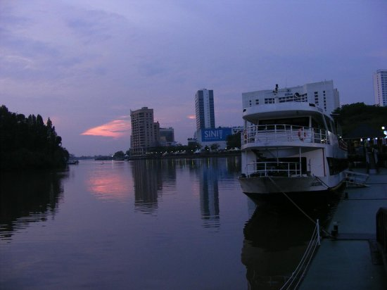 Wo Jia Lodge: Kuching Waterfront near Wo Jia
