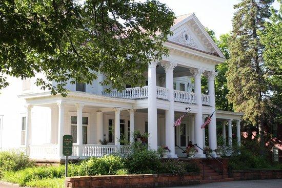 Laurium Manor Inn: Exterior View