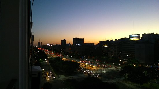 Hotel Embajador: Vista da janela do Hotel.