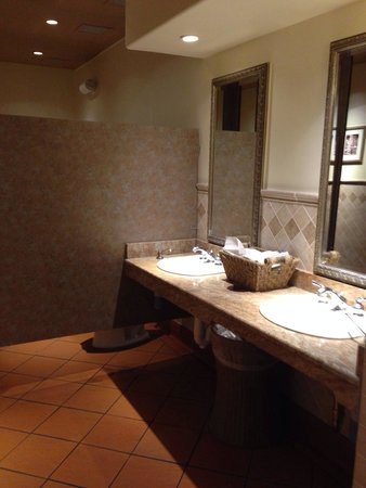 Clean Bathrooms Picture Of Olive Garden Oro Valley