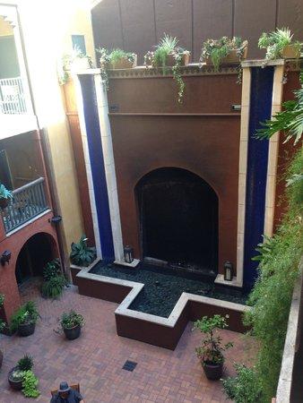 Hotel Valencia Riverwalk: Courtyard view in the daytime