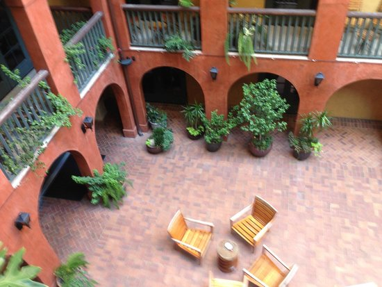 Hotel Valencia Riverwalk: Courtyard view