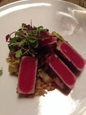 Epoch Restaurant & Bar: seared tuna