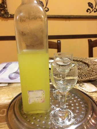 Villa Monica B&B: Homemade limoncello!!