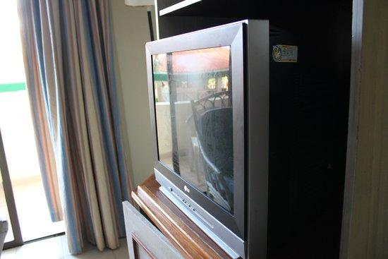 Sol Sirenas Coral Resort: regarder comment l'écran de la tv est sale!