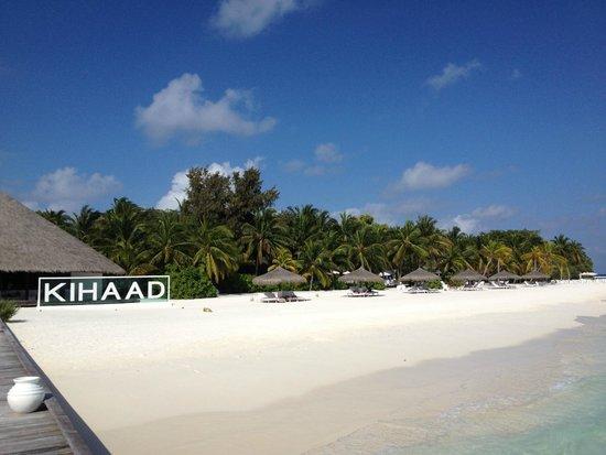 Kihaad Maldives: 沙滩草棚