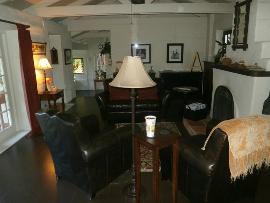 Adobe on Green Street Inn: Living room (for all to use)