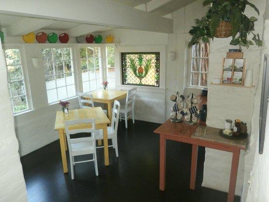 Adobe on Green Street Inn : Breakfast area