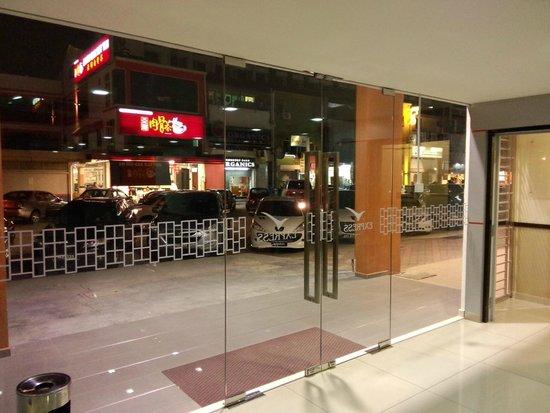 Fenix Inn: Depan hotel