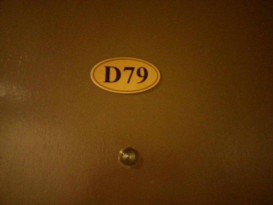 Fenix Inn: Pintu kamar tidur