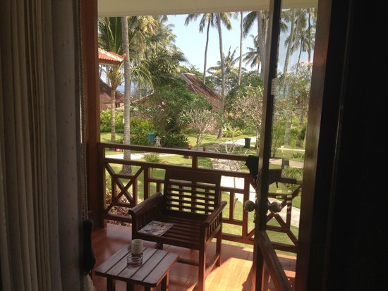 Holiday Resort Lombok : chalet balcony view