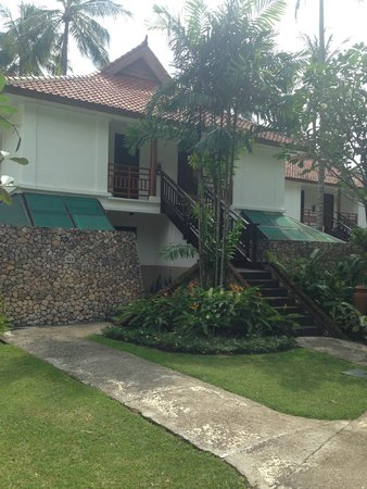 Holiday Resort Lombok: entrance to chalet rooms