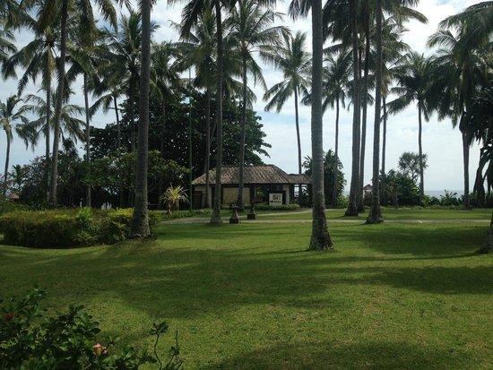 Holiday Resort Lombok: hotel grounds