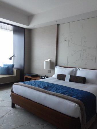 Conrad Tokyo: the room decor