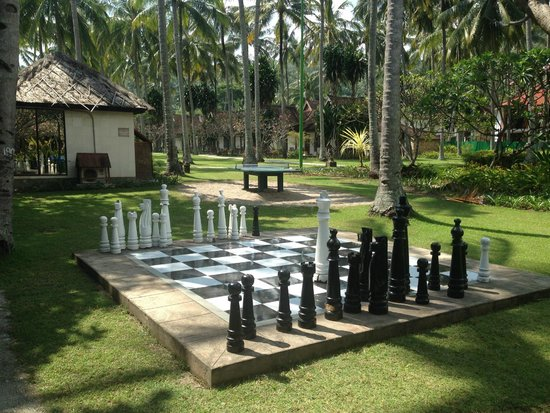 Holiday Resort Lombok: giant chess board!