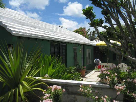 Greenbank Guest House and Cottages: Outside our cottage/room
