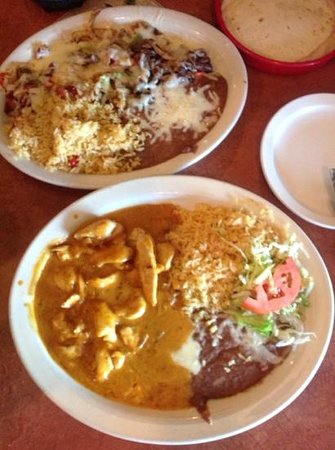 LA Costita Mexican Restaurant: two main dishes on our table