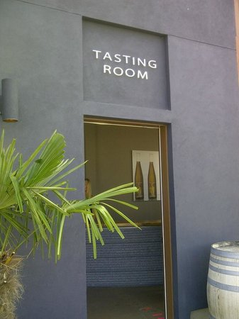 50th Parallel Estate Winery: The entrance