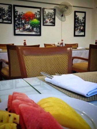 Golden Sun Villa Hotel : Cafe in the hotel