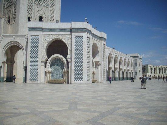 Mosquée Hassan II : Mosque Fountain