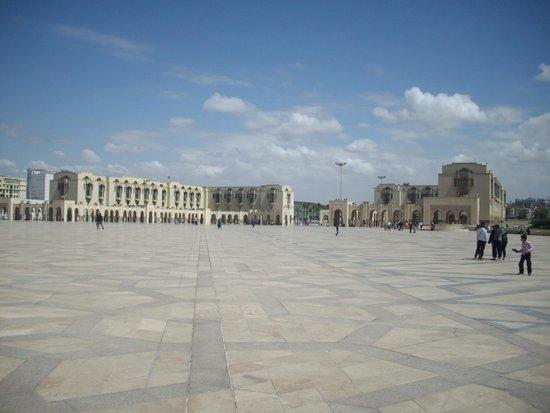 Mosquée Hassan II : Massive Promenade
