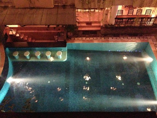 Losari Hotel & Villas: pool at night