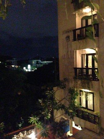 Losari Hotel & Villas: hotel rooms at night